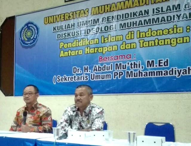 Kuliah umum oleh DR. Abdul Mu'thi yang menyebutkan kompetensi keilmuan yang harus dimiliki