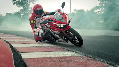 All New 2016 Honda CBR150R Facelift in racing track picture