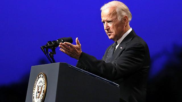 """""""Arrogante, insensible, equivocado"""": El vicepresidente Biden menosprecia la Constitución de Japón"""