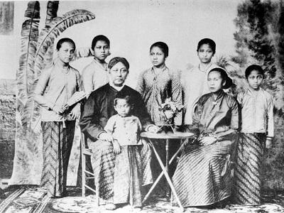 Biografi dan Kisah Inspiratif R.A Kartini - Pahlawan Wanita