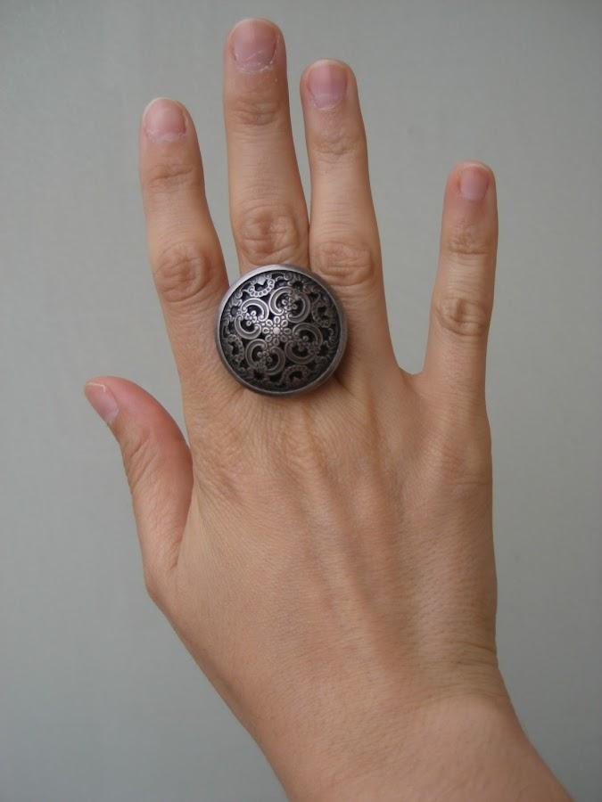 Anillo hecho con un botón