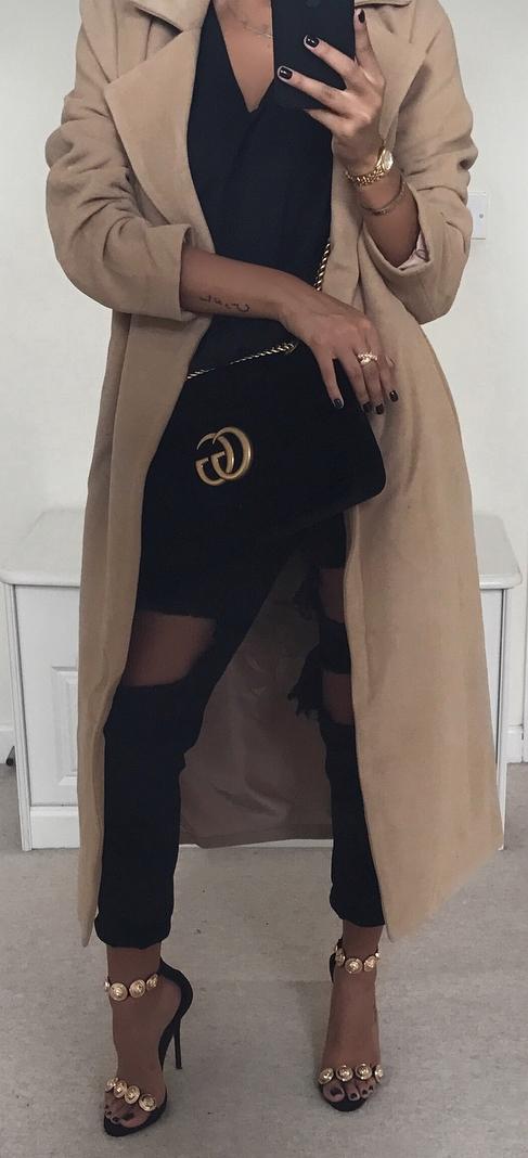 trendy outfit idea : nude coat + top + black distressed jeans + heels + bag
