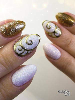 Nail Art - Vive les fêtes : Arabesques foil doré et effet sucre pailleté pour Noël