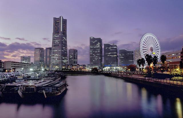 ciudad de japon en la noche