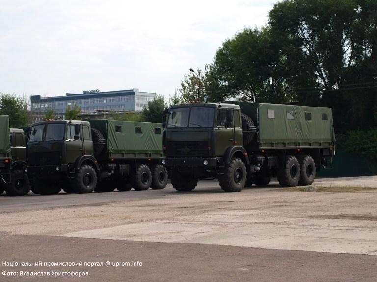«Богдан» готує нову партію вантажівок до передачі ЗСУ