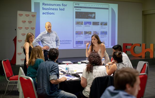 Workshop de los expertos de WRAP con los socios del Pacto chileno de los Plásticos.