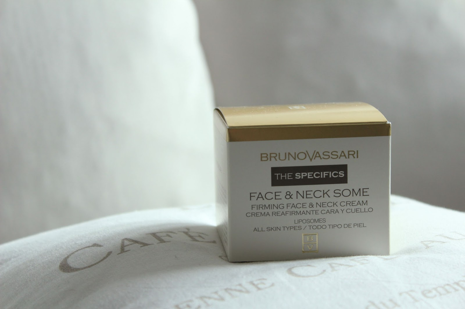 Eniwhere Fashion - Bruno Vassari - Face & Neck Some