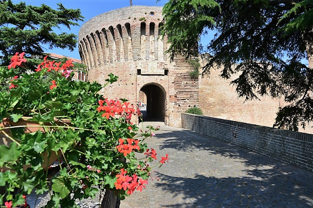 Rocca Roveresca: la sua porta principale