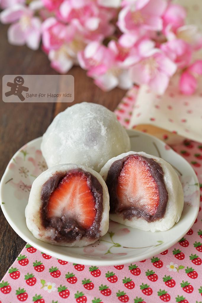 strawberry daifuku mochi