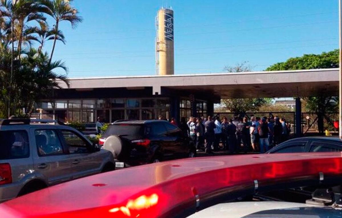 Funcionários da Iesa fazem protesto e reivindicam salários atrasados