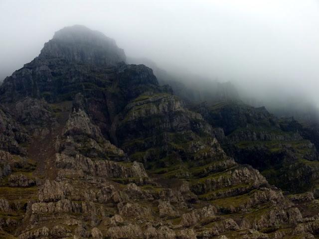 picos de montañas islandesas
