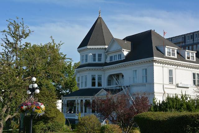 Victoria Island mansion