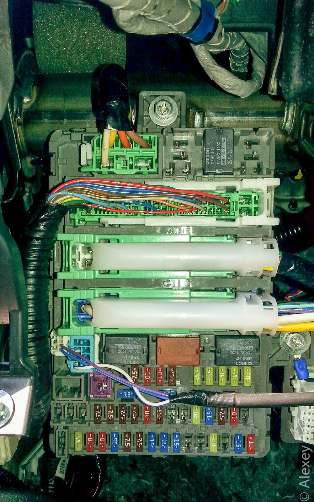 Under Dash Fuse Relay Box Circuit Diagram Schema 04 Honda Civic In Help Finding Connector For 9th C1105