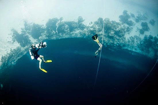 Buraco Azul Triângulo das Bermudas - Mergulho