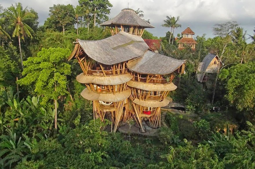 Five years ago, Elora Hardy left a successful career in New York fashion and moved to Bali, Indonesia. - She Creates Extravagant Tropical Paradises Made Only From Bamboo, Just Check Out The Inside.