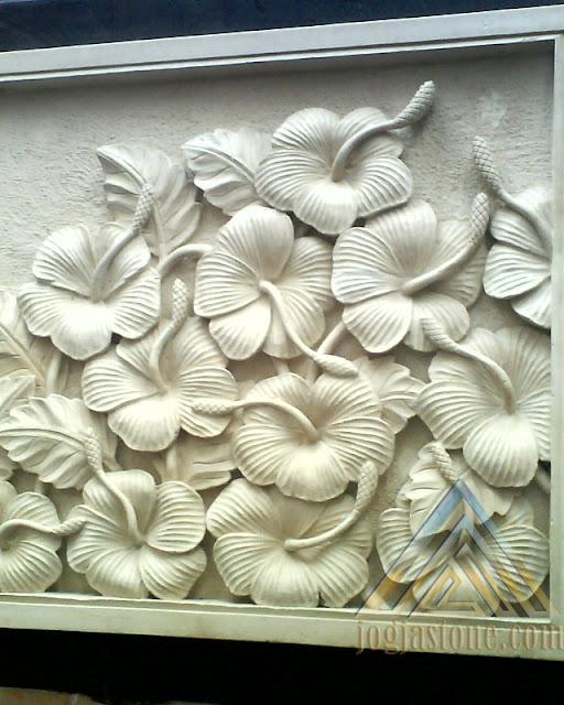 Relief batu alam paras jogja atau batu alam paras putih motif relief bunga sepatu