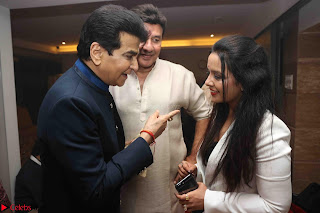 Sachin Tendulkar with his wife at Mata ka Jagrata hosted by Anu Malik 32.JPG