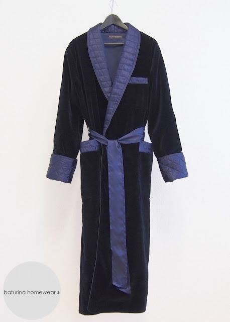 luxus herren hausmantel gefüttert lang dunkelblau marine royal samt baumwolle seide gesteppt englischer stil edel exklusiv