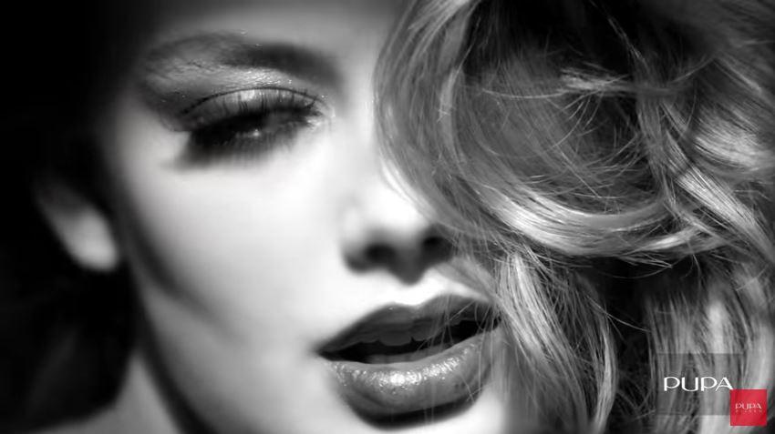 Modella Pupa pubblicità VAMP! MASCARA DEFINITION con modella in bianco e nero con Foto - Testimonial Spot Pubblicitario Pupa 2016