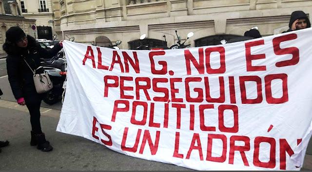 Peruanos protestan en Francia en contra del asilo de Alan García