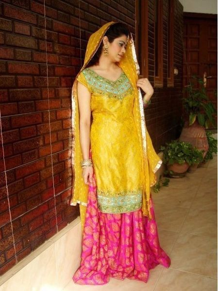 New and beutiful mehndi dress for bride lehnga with long