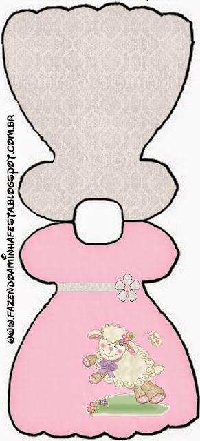 Tarjeta con forma de vestido de Ovejita en Fondo Rosa.
