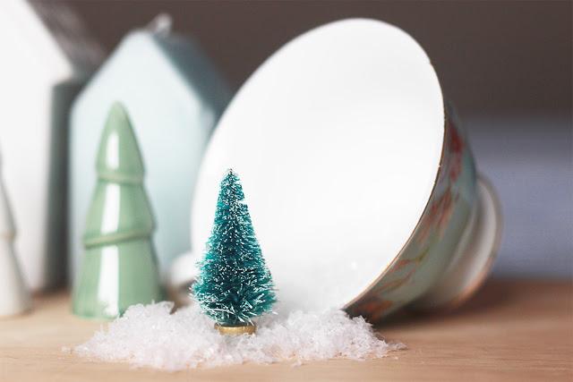 DIY: crea una escena navideña y nevada con un frasco y un arbolito en miniatura