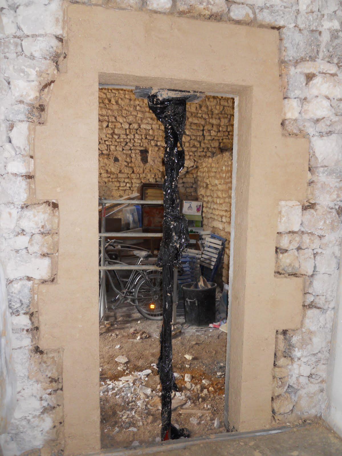 entreprise de maconnerie cr ation d 39 une ouverture de porte int rieure enduit fausse pierre. Black Bedroom Furniture Sets. Home Design Ideas