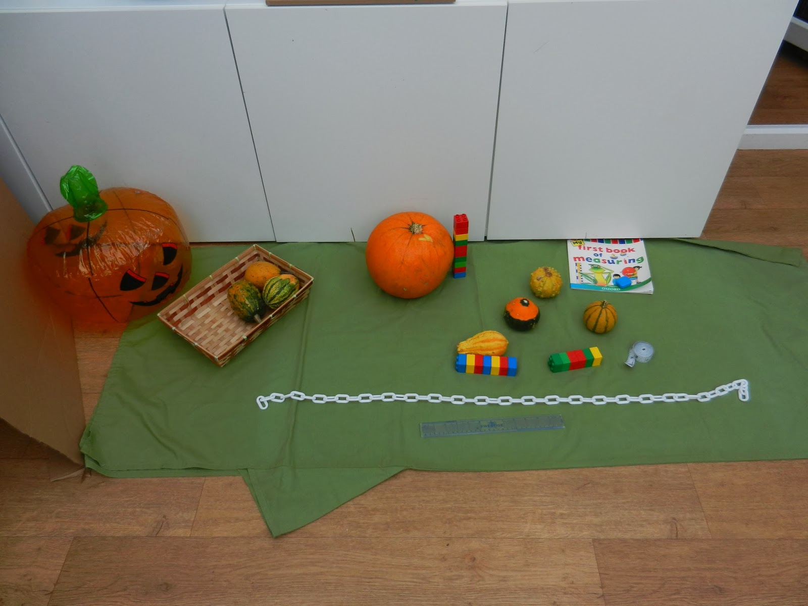 early years halloween measuring activity worms eye view. Black Bedroom Furniture Sets. Home Design Ideas