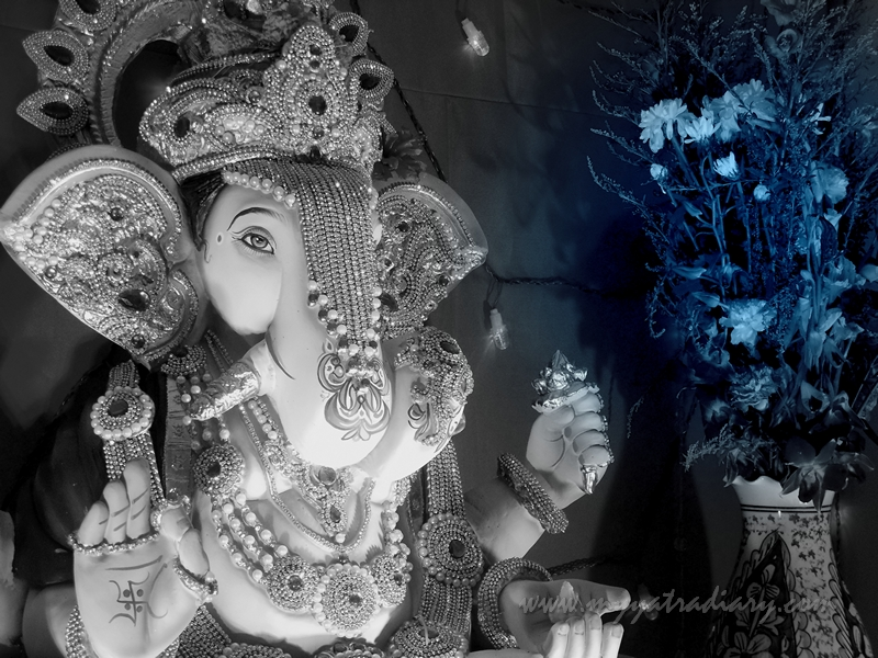 Ganesh Pandal Hopping in Mumbai - Rich Ganpati in a society