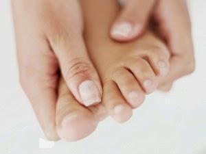 اسباب تقرحات بين اصابع القدمين و علاجه