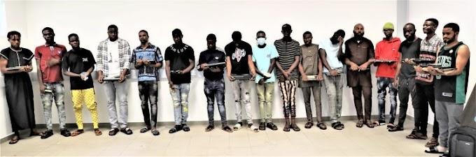 BUSTED!!! EFCC arrest 21 suspected Internet fraudsters At Hideout In Gwarimpa, Dawaki Extension