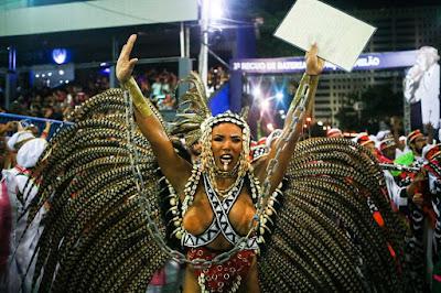 Evelyn Bastos, Rainha de Bateria da Mangueira — Foto: Rodrigo Gorosito / G1