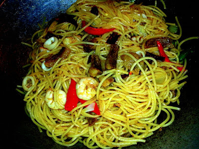 Fried Spaghetti With Beef, Seafood and Dried Chiles