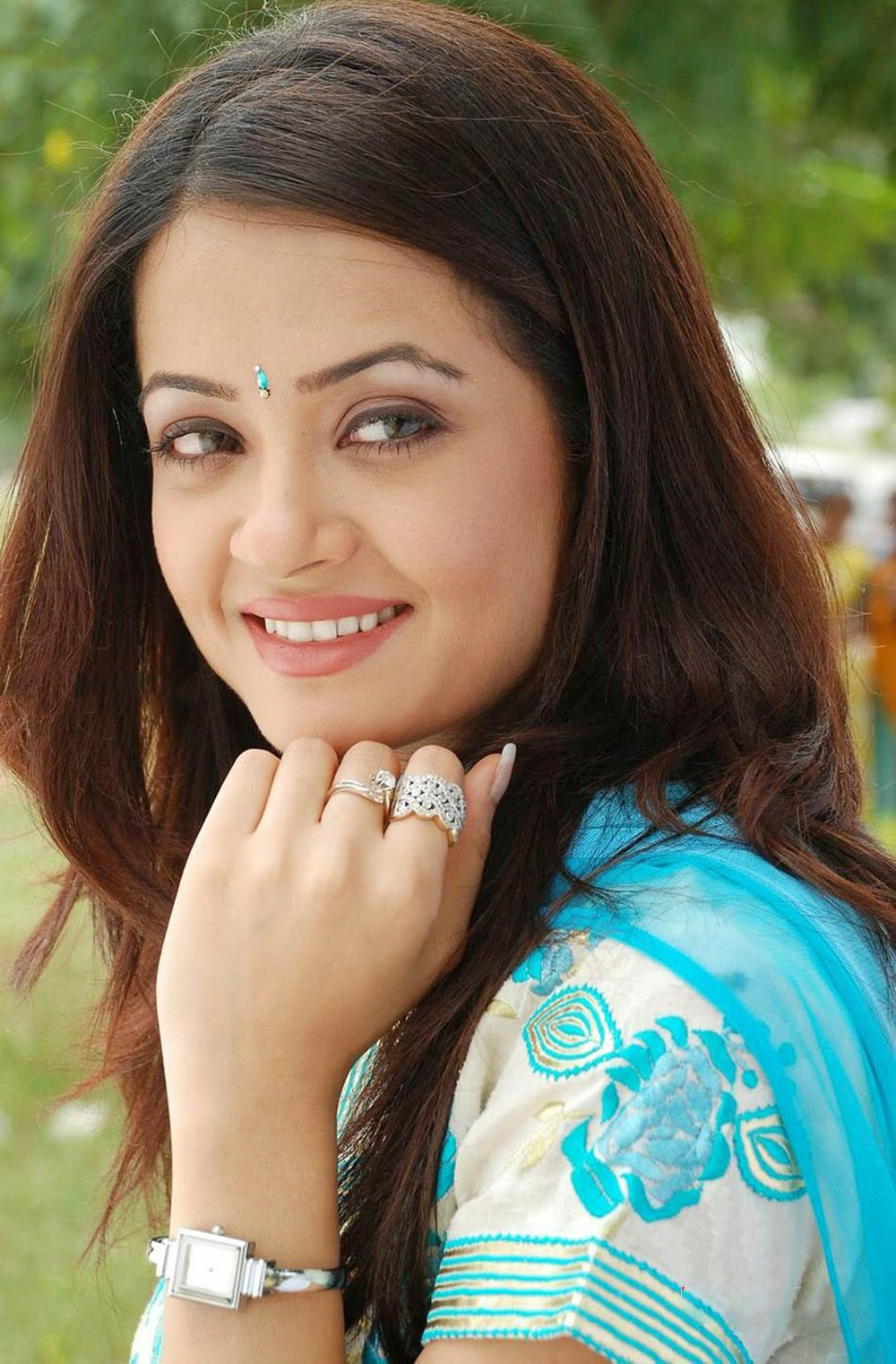Surveen Chawla Hd Photos Free Actress Host