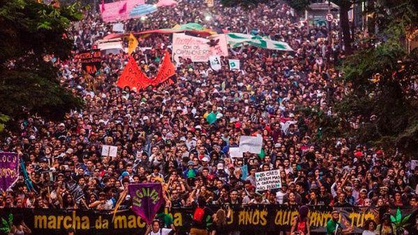 Miles marchan en Brasil para exigir legalización de la marihuana