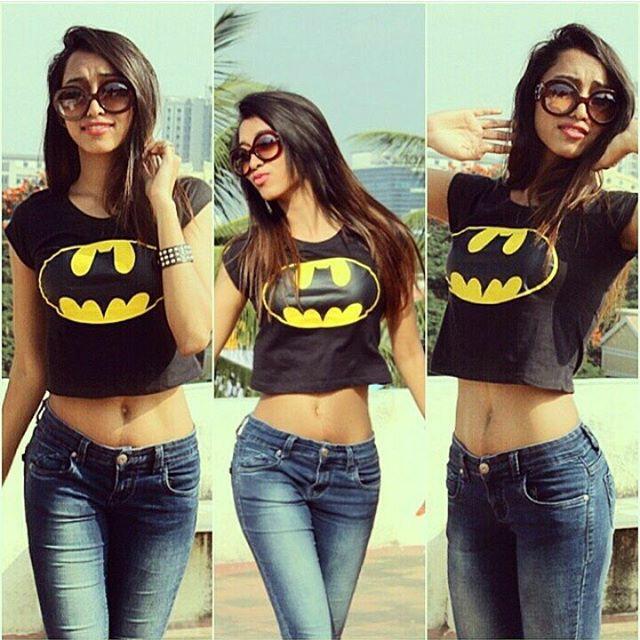 indian-instagram-girl-in-batman-t-shirt