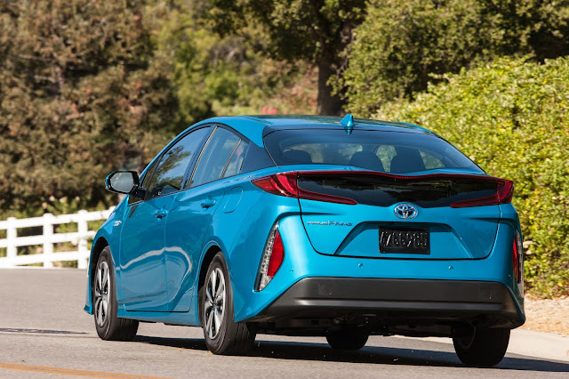 Rear 3/4 view of 2017 Toyota Prius Prime