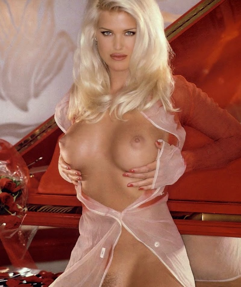 Victoria Silvstedt In Playboy  The Bigest-4463
