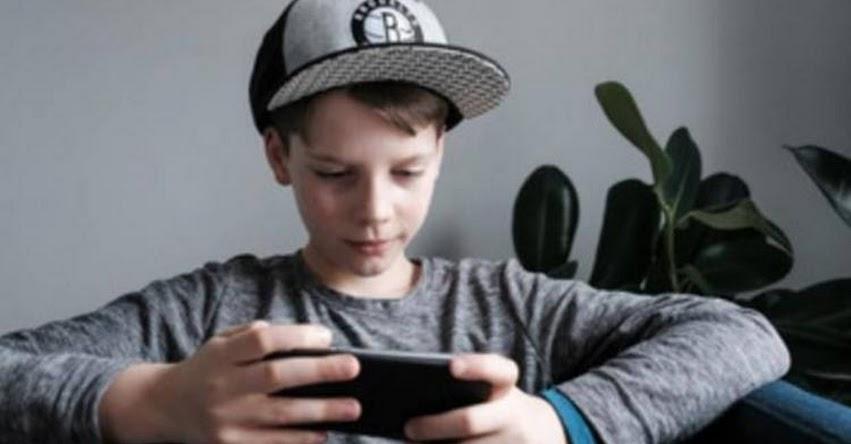 La edad ideal para tener el primer móvil es a partir de los 15 años, según especialista ANAR España