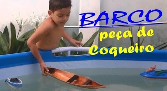 Barco feito com peça de coqueiro