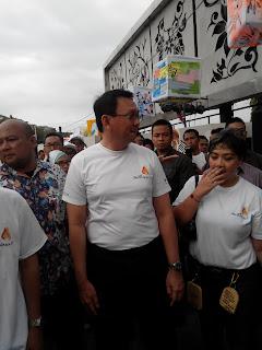 Gubernur DKI Jakarta, Basuki Tjahaya Purnama (Ahok) sedang meninjau lokasi ditemani Marketing Director Holcim, Dhamayanti Suhita