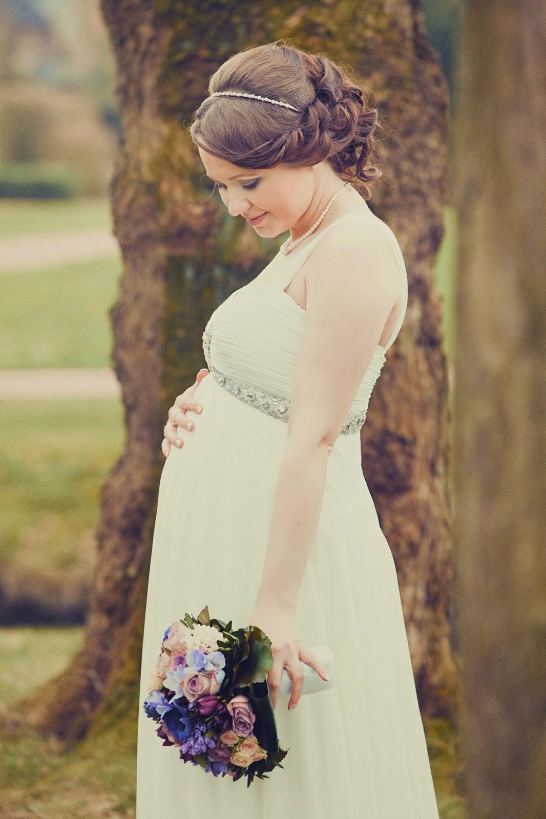 Schwanger heiraten. Brautkleid fürs Standesamt.