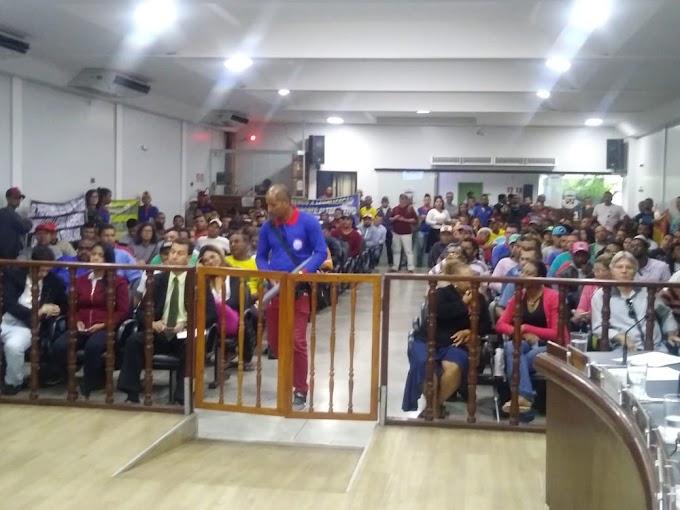CONQUISTA | Vanzeiros protestam na Câmara Municipal e nas ruas contra atos da Prefeitura