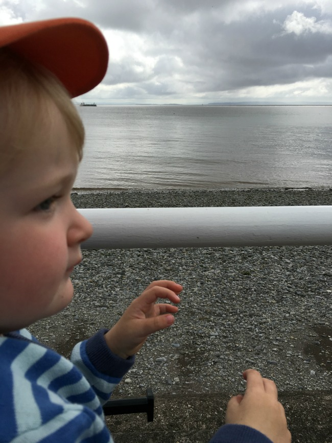 toddler-with-sea-behind