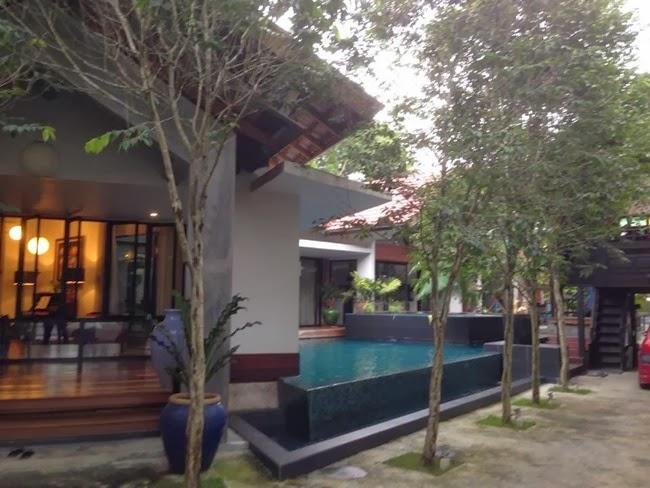 Walaupun Kami Telah Sampai Di Rumah Tetapi Minda Seolah Masih Berada Mahligai Yat Dan Suami Yang Berkonsepkan Resort Tropika Sungguh Indah