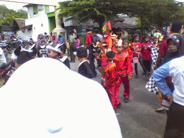 pakaian Cina SDN Lajukidul 2 Karnaval Tuban kecamatan Singgahan