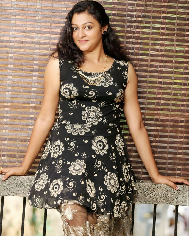 Malayalam Serial Actress Aparna Nair Hot Photos