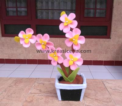 Bunga Hias Yang Indah Dan Unik Dari Kain Flanel