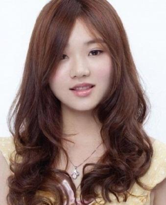 gambar model rambut panjang wanita warna coklat tua